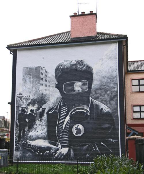 Mural_-_battle_of_the_bogside_2004_smc